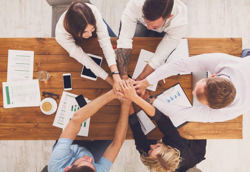 Pros of corporate team building
